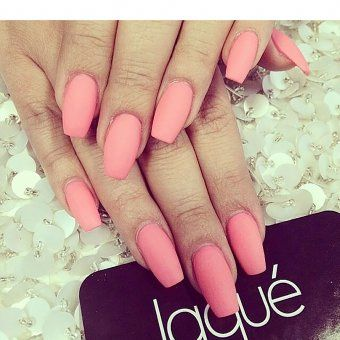 "Des ""squoval nails"" version longue"