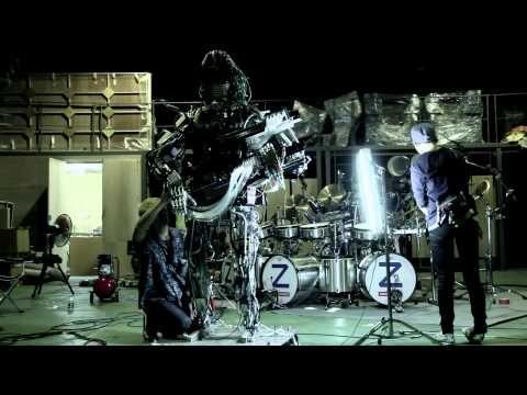 Wow, quand on mélange musique et robotique ! C'est malade ! Squarepusher x Z-Machines - Making of 'Music For Robots' - YouTube