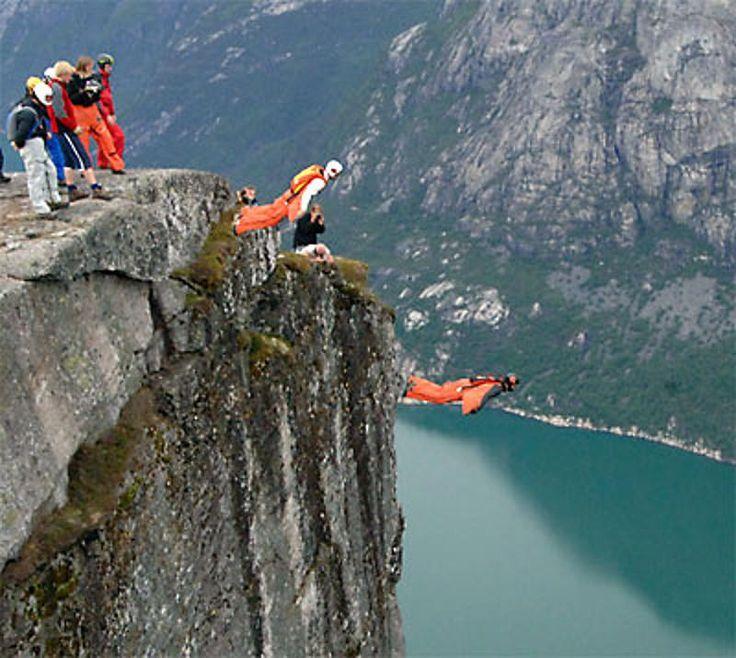Wingsuit Flying! Lauterbrunnen (Switzerland)