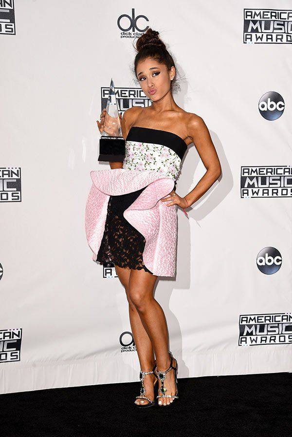 Recording artist Ariana Grande, winner of Favorite Pop/Rock Female Artist, poses in the press room during the 2015 American Music Awards at Microsoft Theater on November 22, 2015 in Los Angeles, California. (Photo by Jason Merritt/Getty Images)