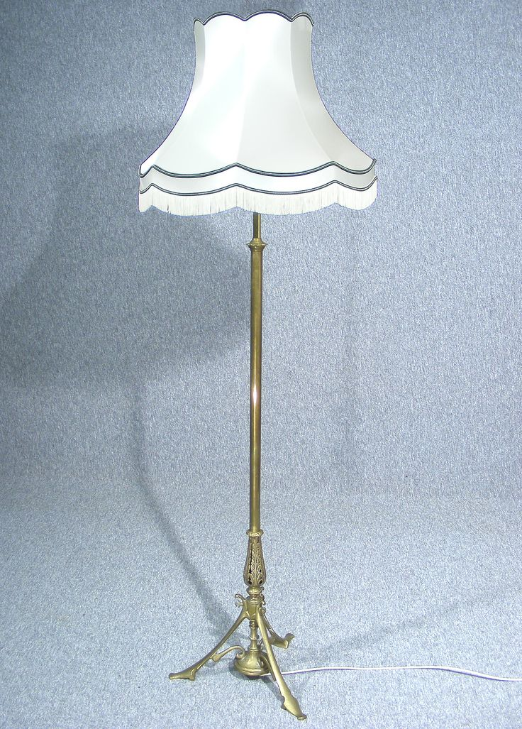 This is a fabulous victorian brass telescopic standard lamp stand wonderful brass telescopic adjustable column with decorative tri leg base and leaf detail