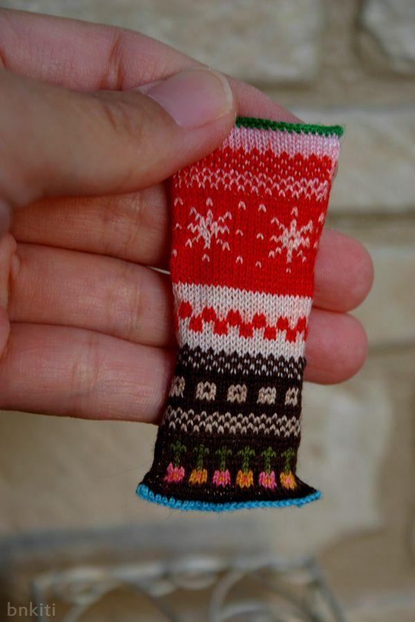 Fantastic micro-mini knitting by Takako.