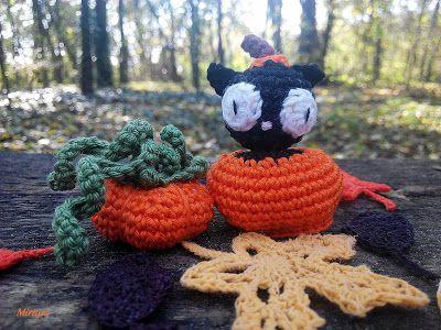 Horgolt tököcske, tököcskében fekete cica, horgolt levél  Mirtusz : Cicajátékok - Halloween
