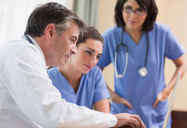 doctors collaborating | NP | Collaboration, Certificate programs