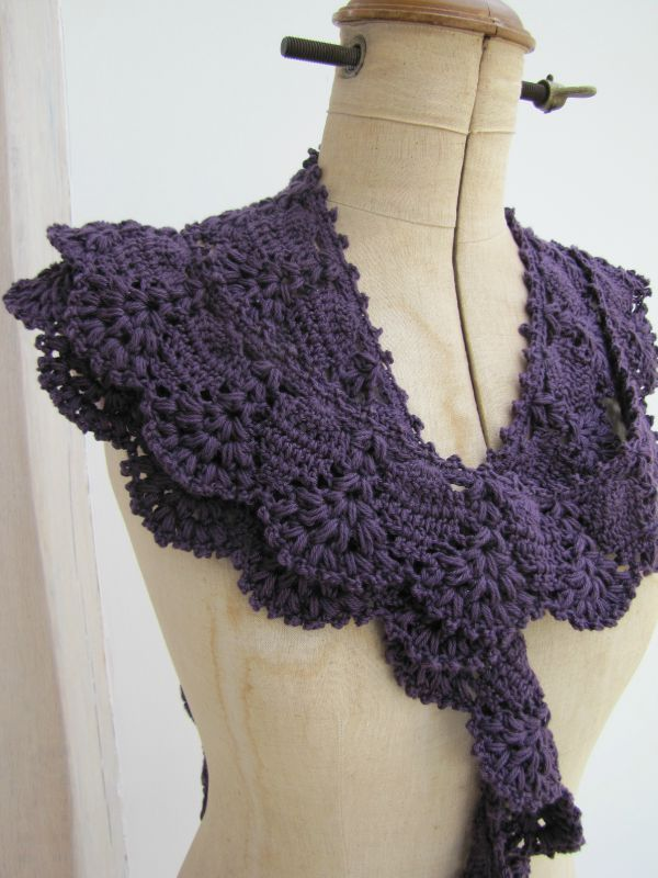 who has the diagramm of this ? i would love to make this !http://paulineetmarie.canalblog.com/albums/quand_je_crochette___/photos/71739445-free_form__sac_a_pois___echarpe_soleil_019.html