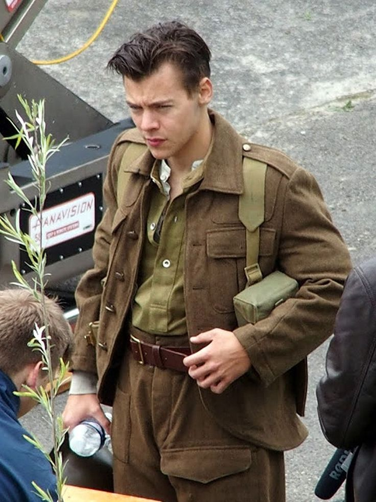 | HARRY STYLES STARTS FILMING MOVIE DUNKIRK WITH NEW HIS NEW HAIR | http://www.boybands.co.uk