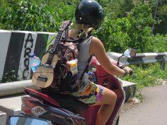 On a scooter through Flores, Indonesia! Auf einem Roller durch Flores, Indonesien. Das muss man unbedingt erleben. Nüztliche Infos, tolle Geschichten auf indojunkie.com! #travel #indonesia #bucketlist