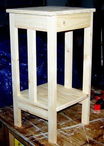 DIY Woodworking Ideas With such a small footprint, this mission end table will work in many rooms.  Use the free wood project plans for the woodworking beginner to build this mission table. #smallwoodworkingprojectsforbeginners