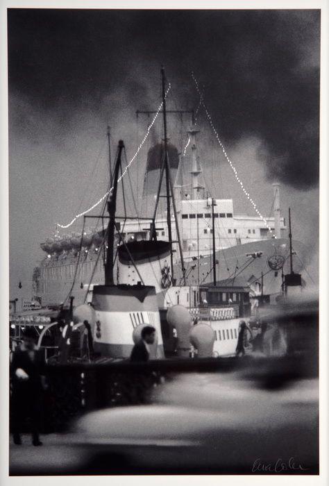 Ara Güler, Eski Galata Köprüsünden turistik bir geminin görünüşü, 1959