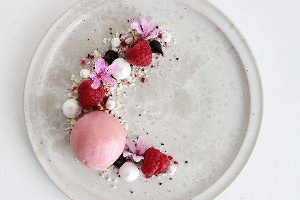 Sommerdessert med hindbær, lakrids og hvid chokolade - Chocolat