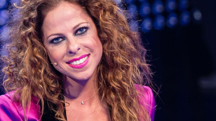 Spain: Pastora Soler is pregnant with her first child