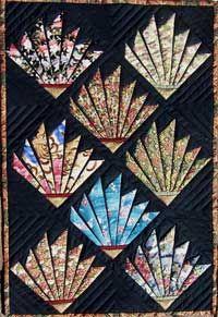 fan quilt {love the dark veins between the fan blades}