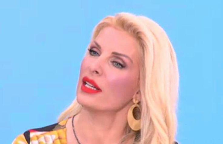 Η Ελένη Μενεγάκη με υπέροχα σκουλαρίκια της Roma