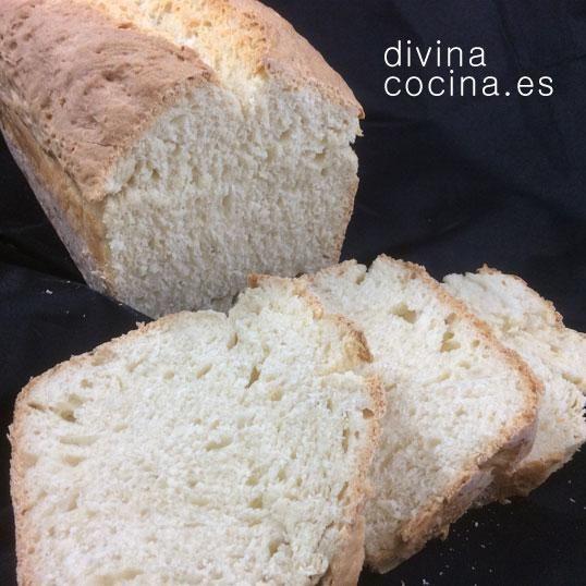 Puedes elaborar este receta de pan de molde casero con harina de trigo blanca, integral o una mezcla de ambas. Se conserva bien en un recipiente hermético por unos días.