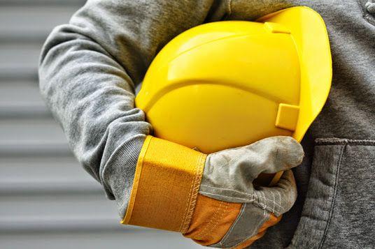 Służymy fachową pomocą w realizacji wymogów BHP w zakładach pracy.
