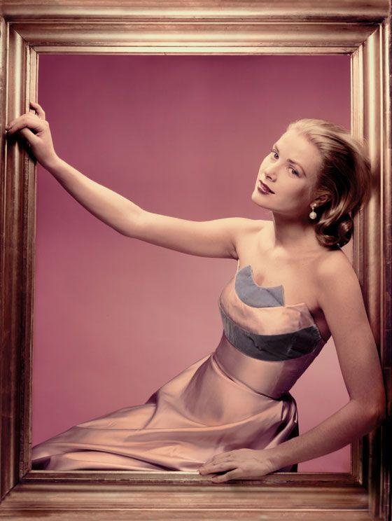 Conheça um pouco da vida pessoal e profissional da Princesa de Monâco e ícone fashion, Grace Kelly.