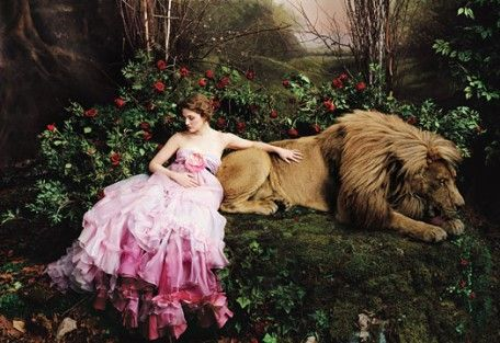 I'm very enthralled by Annie Leibovitz photography right now. This is a Beauty and the Beast shot with Drew Barrymore.