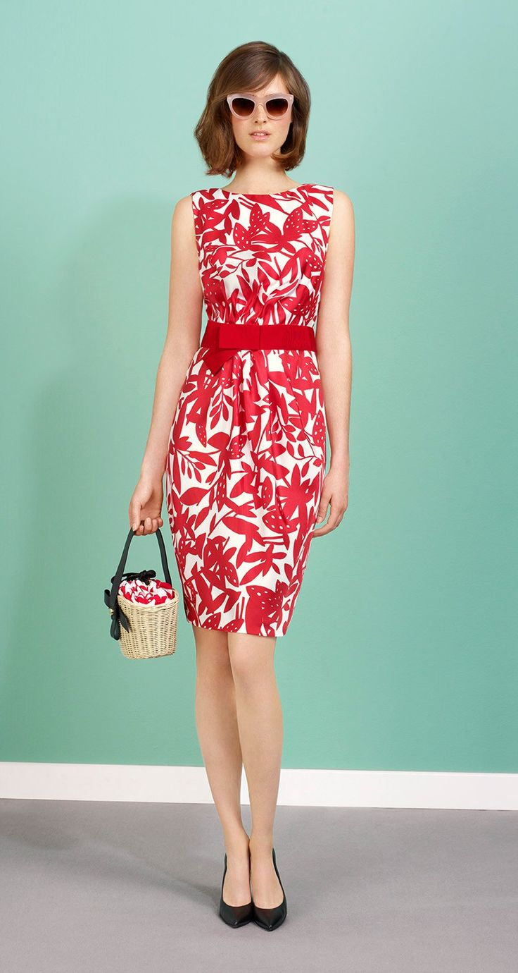 Sleeveless dress in Mexico print twill. Non-removable belt and bow in grosgrain. Back zip fastening. Length: 55 cm.