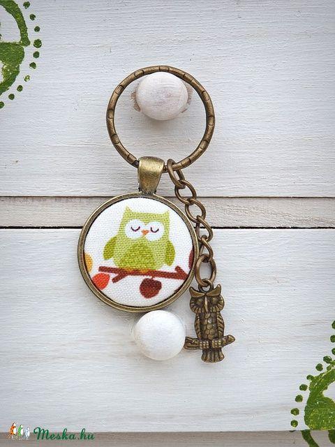 Zöld bagoly - textilgombos kulcstartó , Mindenmás, Kulcstartó, Meska