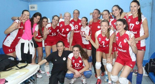 The women's team of Olympiakos Volleyball team win for 3rd consecutive year the double for 2014-15!Congratulations to our ladies!