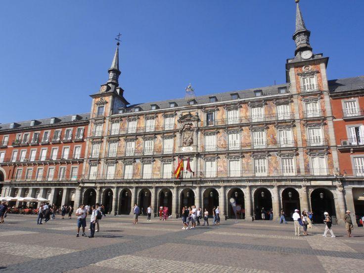 Madrid: Ham Museum, Palaces and Parasites...