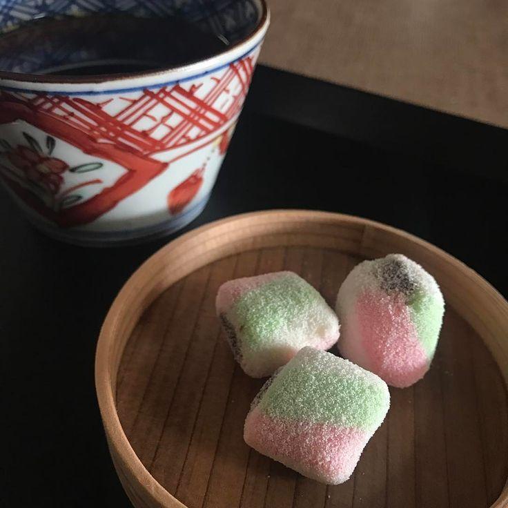 コーヒータイム。 #藤丸 さんの #千歳 コーヒーにも和菓子❤️ . . #太宰府 #和菓子 #藤丸 #wagashi #japanesesweets #萌窯 #博多曲物
