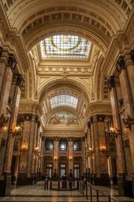 Hermoso interior del edificio del Palacio Legislativo, se conoce con el nombre de SALÓN DE LOS PASOS PERDIDOS-Montevideo-Uruguay
