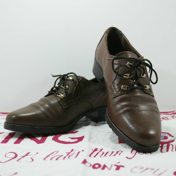 LEATHER SHOES Size: Italian 35 Made In ITALY