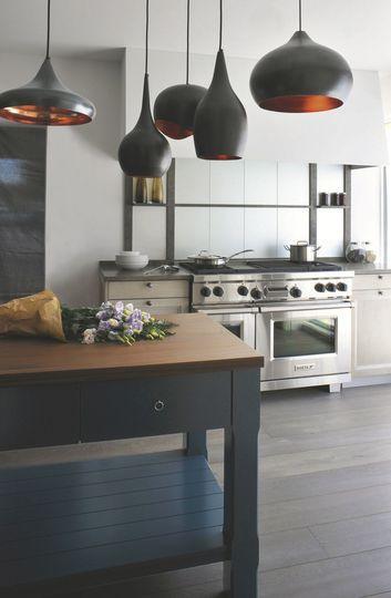 La cuisine stylée grâce aux suspensions design - Cuisine contemporaine : 25 modèles craquants - CôtéMaison.fr#diaporama#diaporama#diaporama