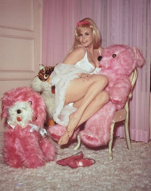Jayne Mansfield with pink plush toys♡