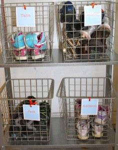 Organizing kids' shoes via @natlubrano