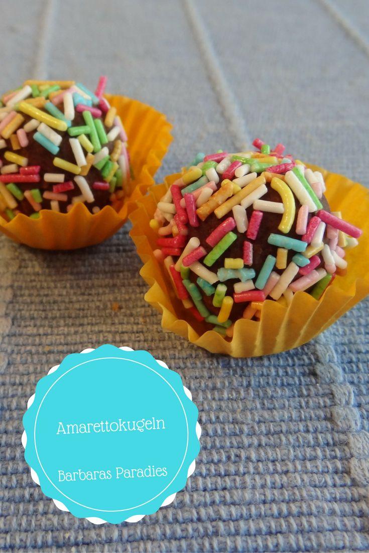 Das Rezept für meine Amarettokugeln findet ihr auf meinem Blog!