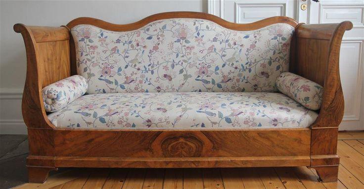 Karl Johan soffa i trä och ljus klädsel på Tradera com Soffor för Inredning Home Decore
