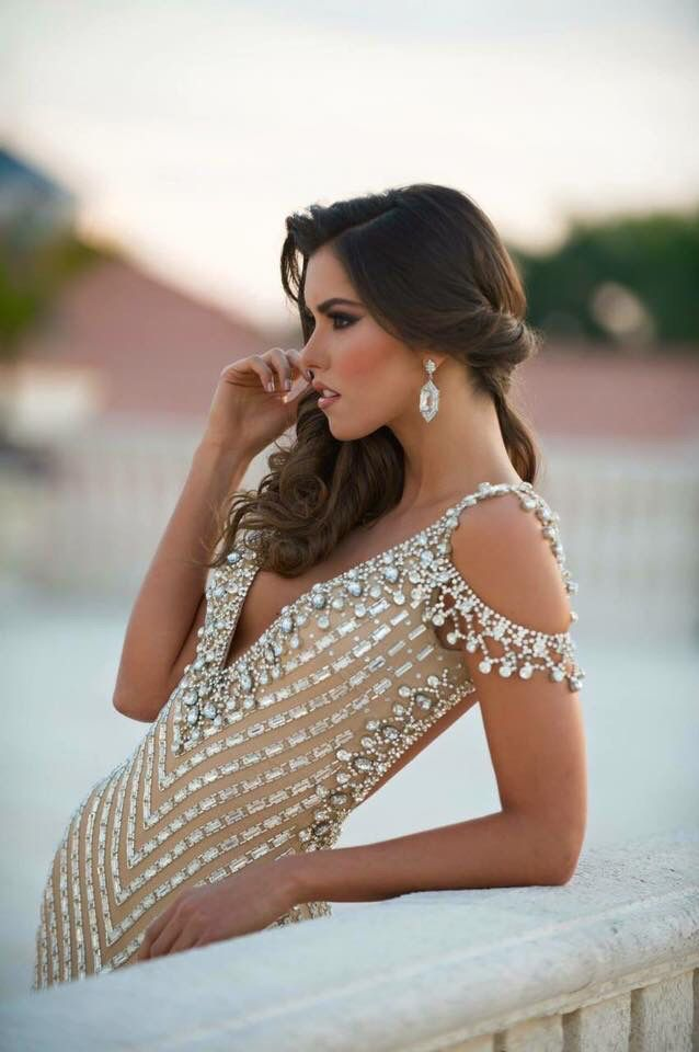 Miss Columbia and Miss Universe 2014 Paulina Vega in her Alfredo Barraza custom designed gown.