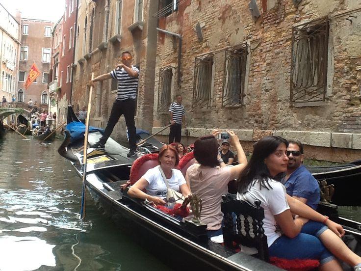 Estuvimos de paseo en góndolas por los lagos y calles de Venecia, durante la excursión del 2015
