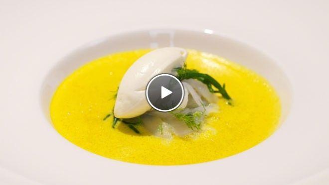 Schuimige soep van gele paprika met gerookte heilbot - Impress Your Friends | 24Kitchen