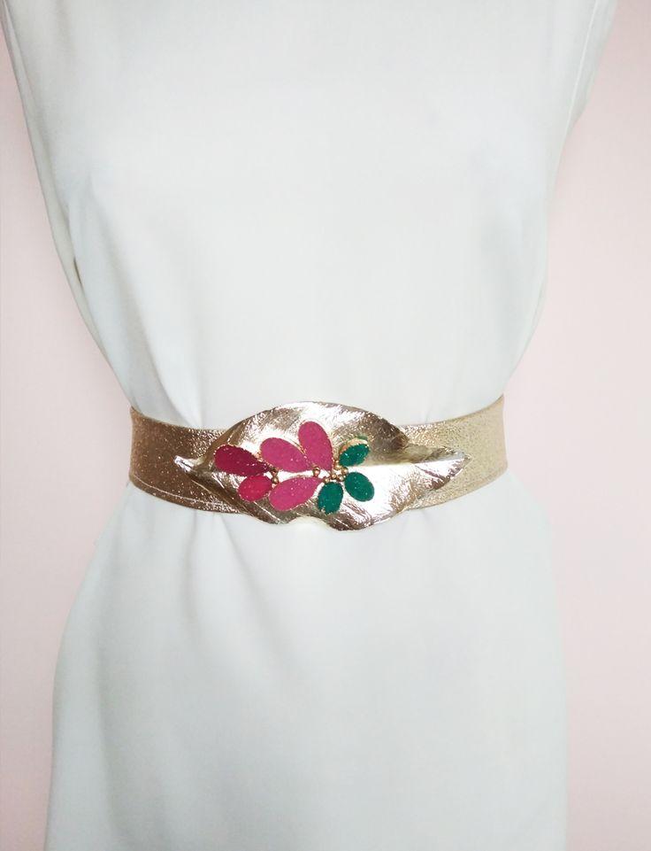 Cinturones dorados. Hoja de metal y polipiel dorada.  #accesorios #cinturones