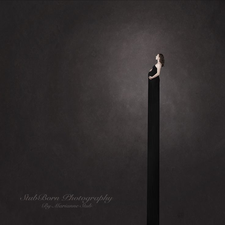 Fine art maternaty photography by  photographer, Marianne Stub. Nothing but mother and her growing belly.