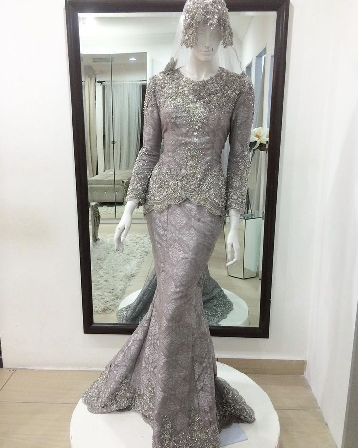 "375 Likes, 80 Comments - Eyka Malek (@embunklasikbridalboutique) on Instagram: ""New dress sape minta dusty2 haa Nie haa lawaaaa oiii..disgn fofuler less is more kan2 Songket…"""