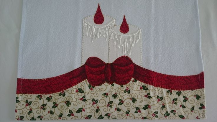 Pano de prato natalino com aplique patchwork.