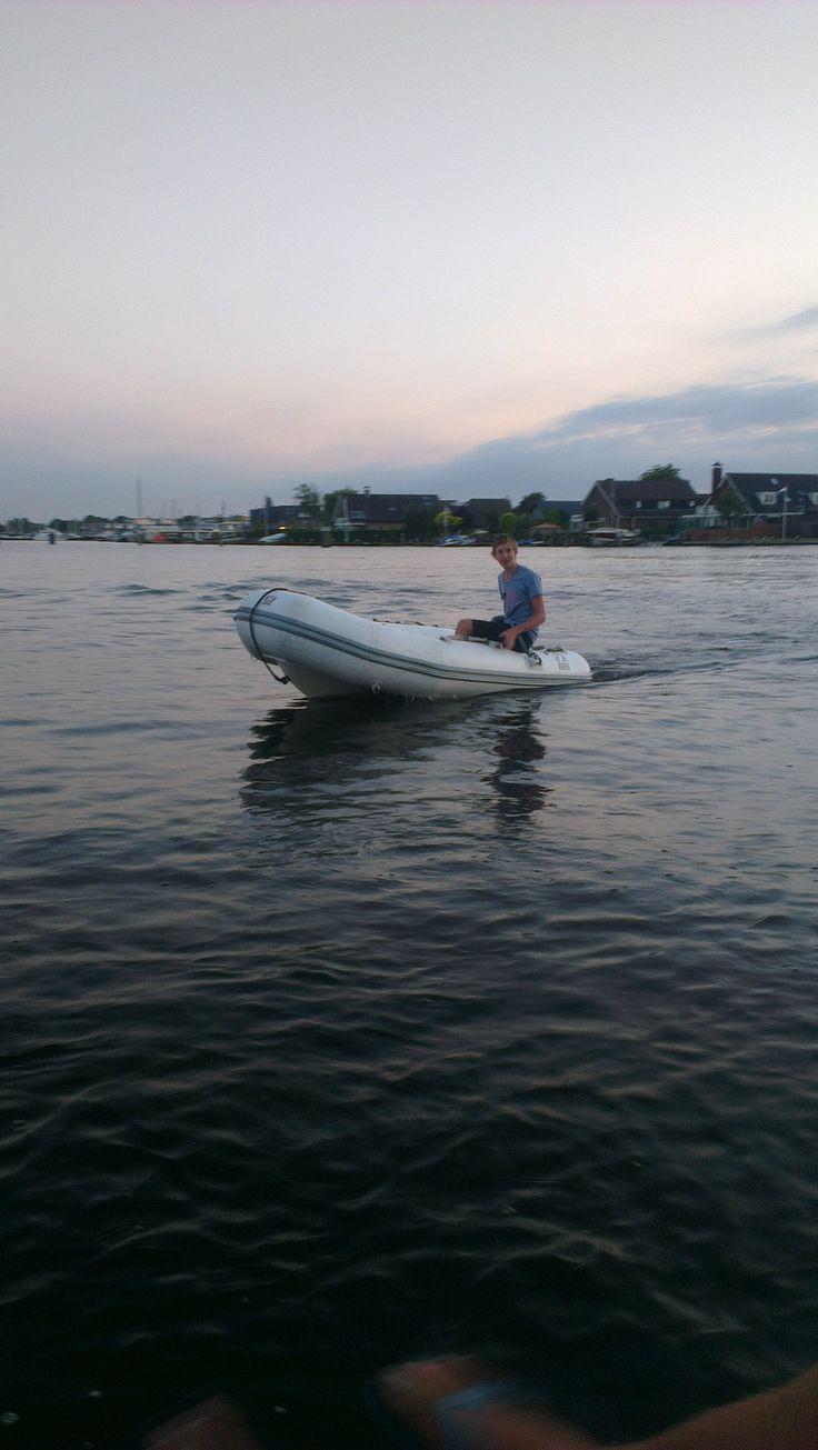 Ik hou ook heel erg van varen. Ik heb zelf een boot en daar vaar ik graag mee!