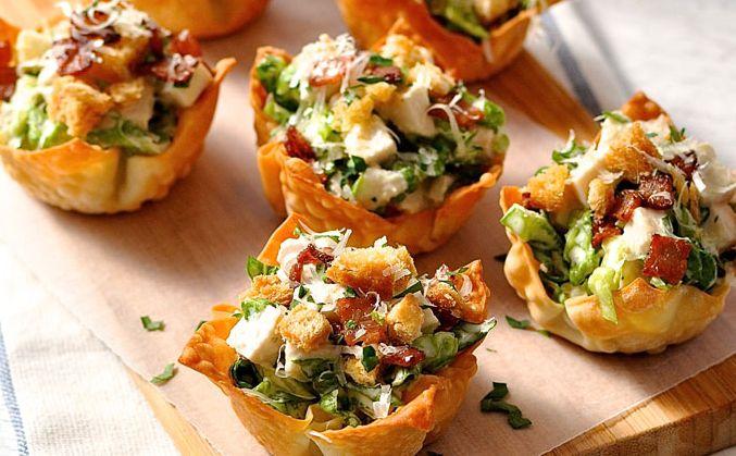 On adore la salade césar mais en hiver c'est pas trop le moment pour.. Alors nous avons trouvé une alternative Tadaaaa ! Ingrédients : > Pâte salée > Salade > Poulet ou blanc de dinde > Croutons de pain > Raison sec > Tomates séchées Préparation : 1- Dans des petits moules, mettez votre pâte salée. 2 – Faites la cuire au four à 180°... Lire l'article