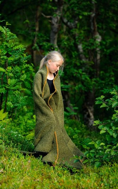 Ullpledd Mose - blanket Moss, inspired by Norwegian nature. Handwoven, 100 % wool. Weaving is my passion!