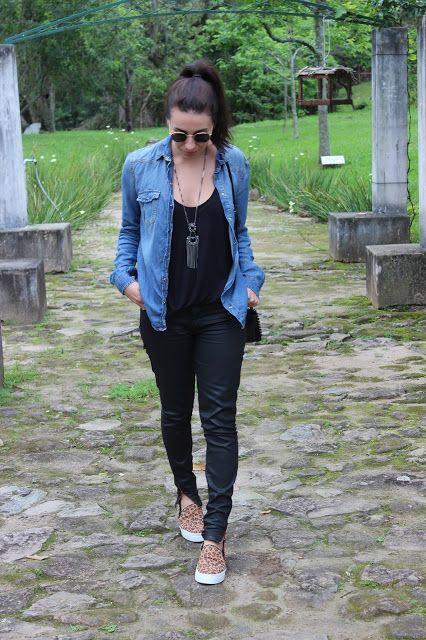 Look preto básico com combinações de camisa jeans e  slip on de oncinha , tem como não arrasar?!  Super confortável e peças de fácil acesso que se casam muito bem 《pinterest: @Lariifreitas 》