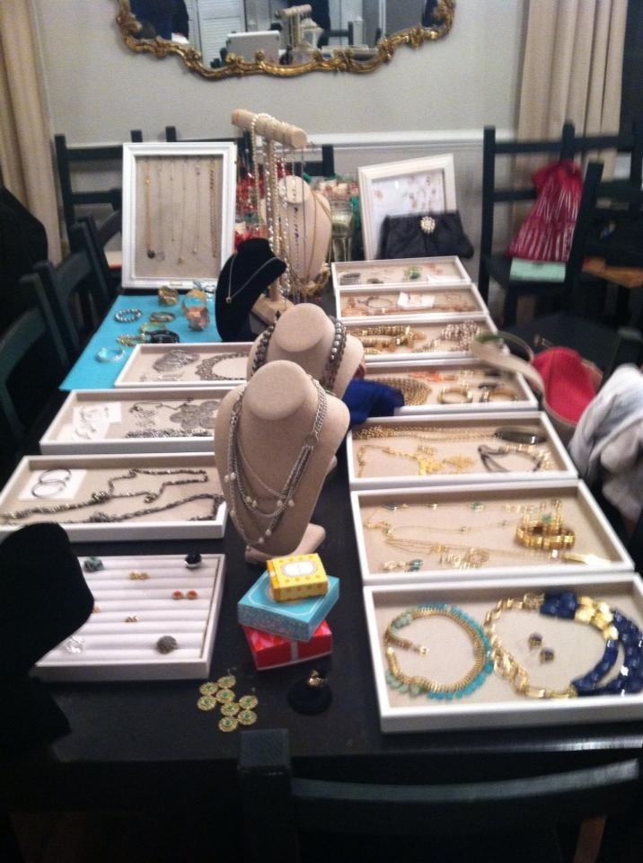 The 25 best jewelry party display ideas on pinterest jewelry jewelry display using length of table on both sidesgood for an in solutioingenieria Images