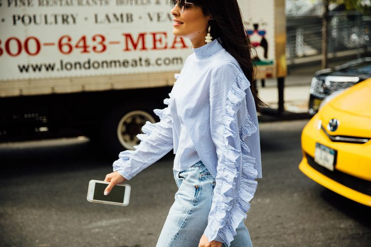 Camisa de rayas (romántica) y mom jeans