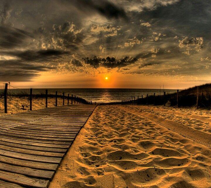 Minden ébredés egy új kezdet. A Te döntésed hogyan éled meg a napodat! http://www.reikitanarok.hu