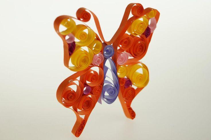 Motylek wykonany techniką quilling, zestaw kreatywny dla dzieci marki #SentoSphere. #DIY