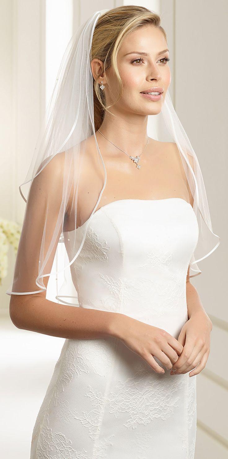 Beautiful veil S23 with satin edge from Bianco Evento #biancoevento #veil #weddingdress #weddingideas #bridetobe