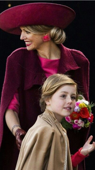 Prinses Alexia met Mamma Maxima-Dutch Royal Family attends the celebrations of the King's Day (Koningsdag) in Dordrecht, The Netherlands on April 27, 2015.